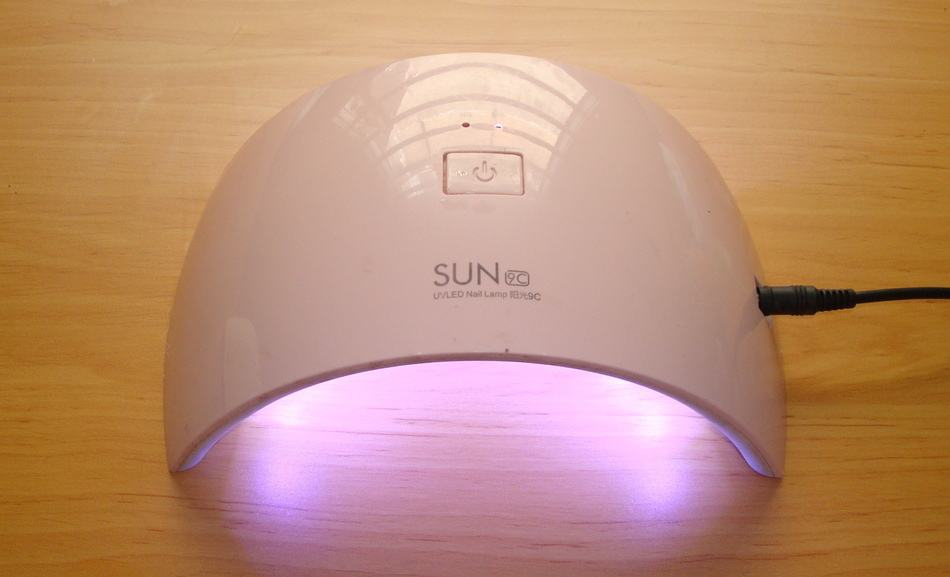 Faulty LED lamp will not cure gel polish properly.