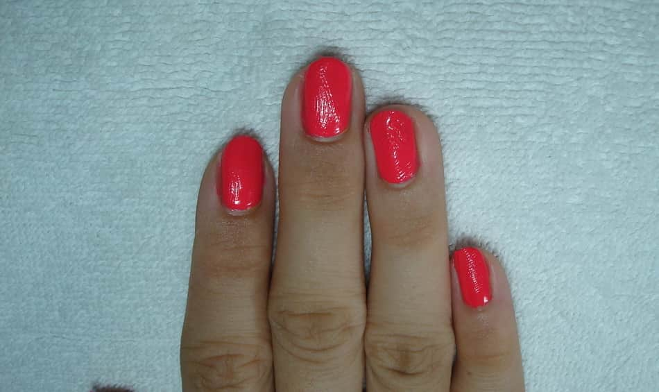 Wrinkled gel polish can be fixed quickly